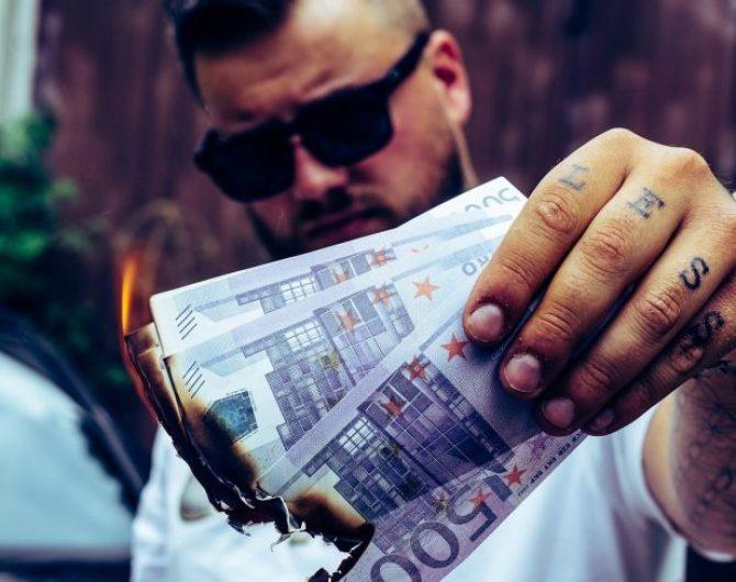 money-4322043_1920-min